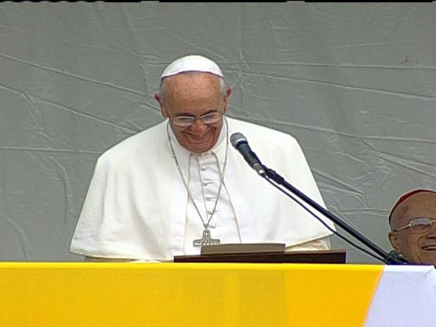 Papa Francisco agradece a recepção dos brasileiros em discurso na comunidade de Manguinhos (Foto: Reprodução GloboNews)