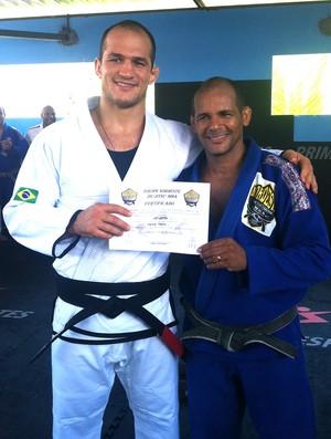 Júnior Cigano recebe faixa preta de jiu-jitsu (Foto: Divulgação / Arquivo Pessoal)