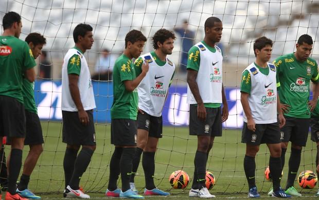 paulinho pato dedé osvaldo treino seleção brasileira brasil (Foto: Mowa Press)