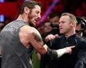 """Vai encarar? Rooney aceita """"desafio"""" e dá tapa no rosto de lutador em Manchester"""