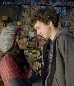 Gaelan Connell e Vanessa Hudgens estão em 'No Caminho do Sucesso' (Foto: divulgação / reprodução)