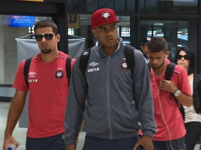 Atlético-PR desembarque (Foto: Reprodução/RPC)