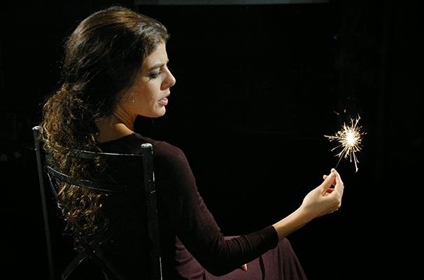 Idealizadora do projeto, Natália Gonsales estrela o monólogo (Foto: Divulgação)
