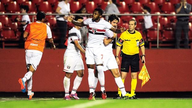 Michel Bastos gol São Paulo x Huachipato-CHI (Foto: Marcos Ribolli)