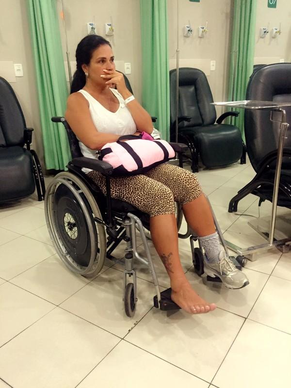Solange Gomes quebra o tornozelo: 'Trinta dias sem colocar o pé no chão'