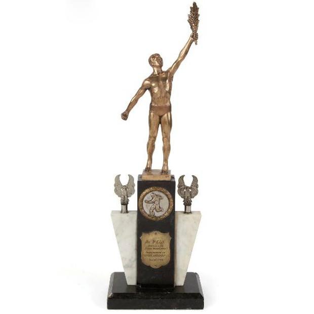 Troféu de Pelé que também estará à venda (Foto: Divulgação)