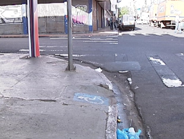 Um dos pontos onde uma travesti foi ferida (Foto: Reprodução / TV Tem)