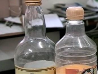 Bebidas foram apreendidas pela polícia (Foto: Reprodução/RBS TV)