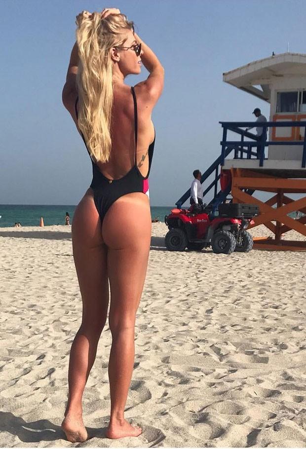 Caroline: pose sensual em Miami (Foto: Reprodução Instagram)