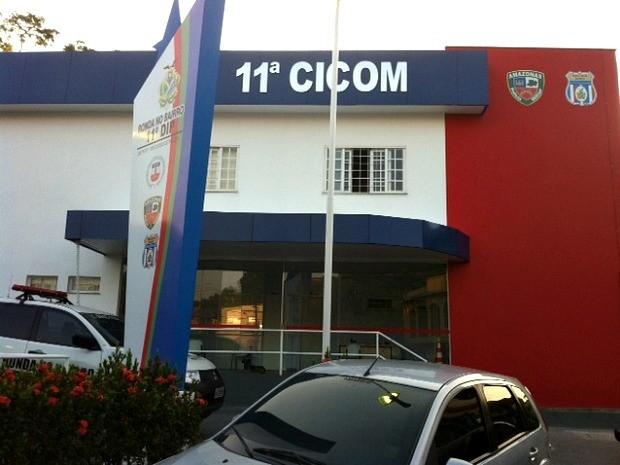 Suspeito foi preso por duas viaturas da 11ª (Cicom) na Zona Leste de Manaus (Foto: Adneison Severiano/G1 AM)