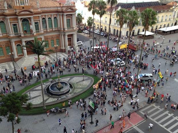 Protesto em Porto Alegre contra possível aumento na tarifa (Foto: Fabio Almeida/RBS TV)