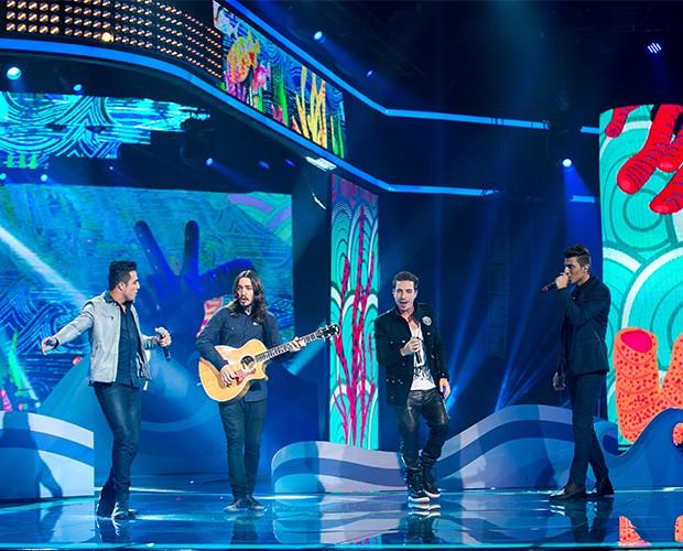 Di Ferrero dividiu o palco com os finalistas do time Lulu Santos (Foto: Isabella Pinheiro/Gshow)