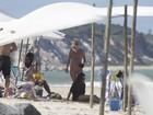 Kate Moss e Naomi Campbell aproveitam dia de sol na Bahia