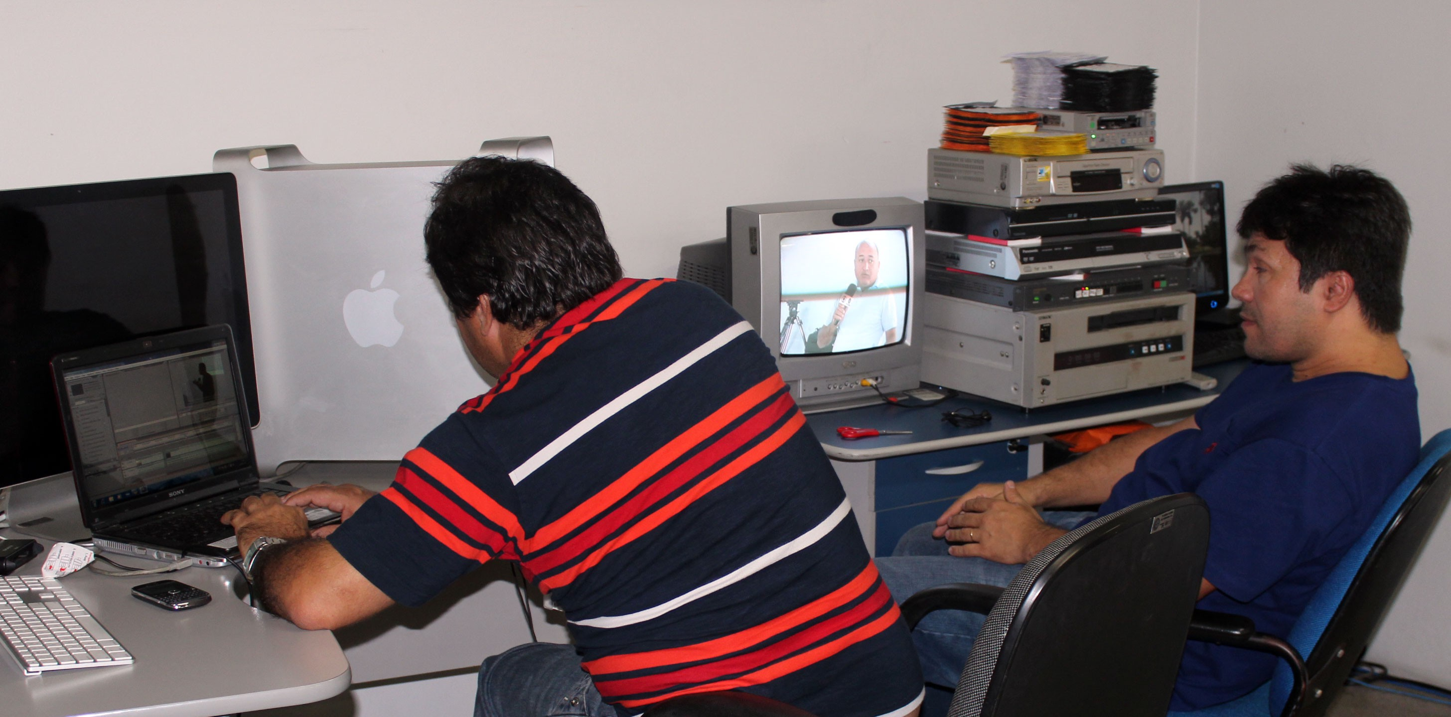 Treinamento editores de imagem da TV Clube (Foto: Katylenin França)