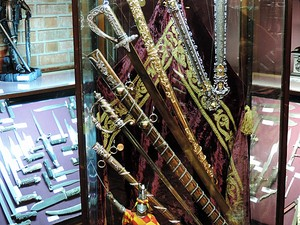 Espadas do Rei Faruk I no Instituto Ricardo Brennand (Foto: Débora Soares/G1)