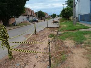 Buracos foram abertos para conserto de adutora em Ji-Paraná, RO (Foto: Roger Henrique/G1)