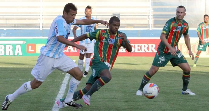 Henrique, macaé x sampaio corrêa (Foto: Tiago Ferreira / Macaé Esporte)