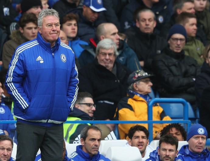 Pato olha para Hiddink banco reservas Chelsea (Foto: Clive Mason/Getty Images)