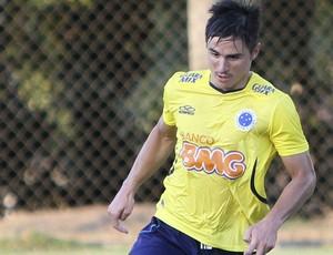 Willian treino Cruzeiro (Foto: Denilton Dias/Vipcomm)