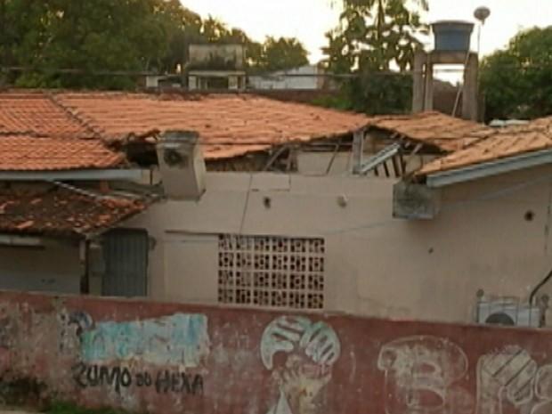 Teto caiu da Escola Estadual Marilda Nunes, no bairro do Bengui, em Belém (Foto: Reprodução/TV Liberal)