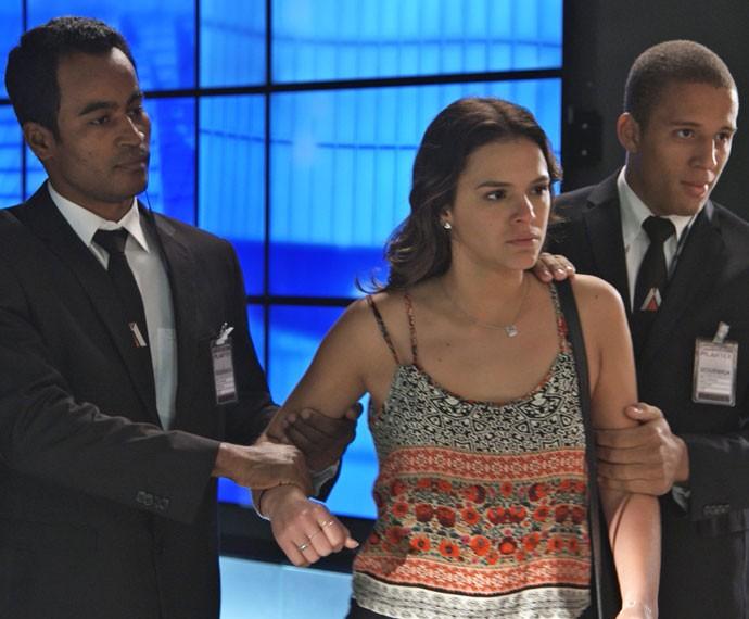 Mari é detida por seguranças da Pilartex (Foto: Tv Globo)