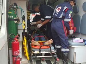 Adolescente de 16 anos foi socorrida em estado grave (Foto: Rafael Vedra/Site Liberdade News)