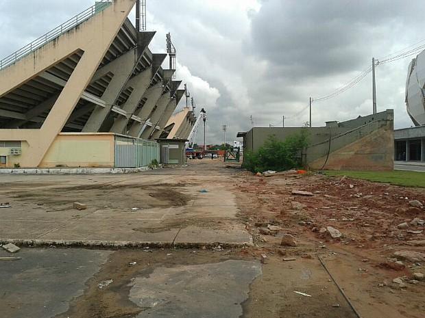 Acidente aconteceu por volta de 8h em uma área do Sambódromo, que fica ao lado do estádio (Foto: Alírio Lucas/G1 AM)