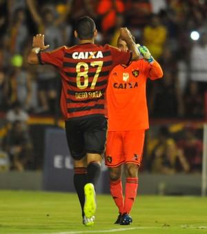 Sport x Fortaleza pênaltis Diego Souza e Magrão (Foto: Aldo Carneiro/Pernambuco Press)