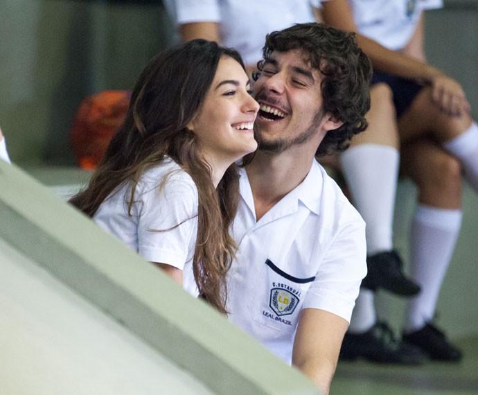Luciana e Luan se divertem na arquibancada (Foto: Fabiano Battaglin/Gshow)