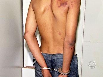Adolescente foi apreendido com um revólver após assalto. (Foto: Reprodução/ TVCA)