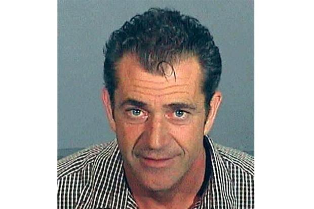 """Mel Gibson foi preso em julho de 2006 por dirigir alcoolizado. Em seguida, ele lançou um discurso anti-semita contra os policiais. Mais tarde, em um comunicado, admitiu o erro: """"Agi como uma pessoa completamente fora de controle"""" (Foto: Getty Images )"""