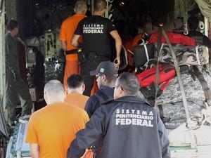 Presos foram transferidos na manhã deste sábado (16) (Foto: James Tavares/Divulgação)