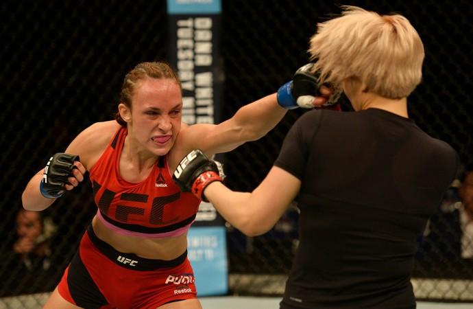 Lucie Pudilova x Ji Yeon Kim UFC Singapura (Foto: Getty Images)