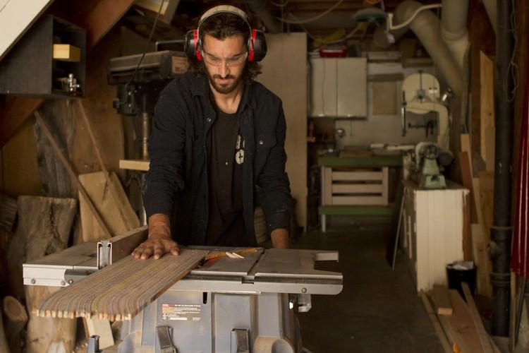 Processo de produção das guitarras feitas por Nick Pourfard (Foto: reprodução)
