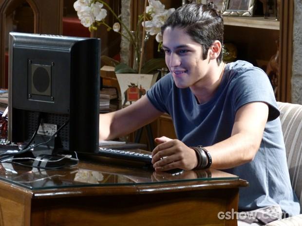 Antônio satisfeito com a repercussão da matéria  (Foto: Malhação / TV Globo)