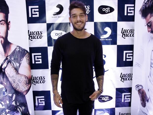 Lucas Lucco posa no camarim antes de show em São Paulo (Foto: Celso Tavares/ EGO)