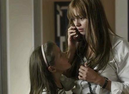 Alice telefona para Renato e fica frustrada