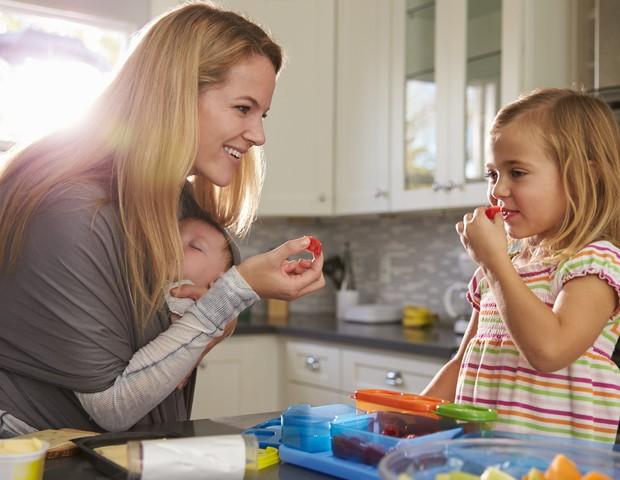 Crianças na cozinha (Foto: ThinkStock)