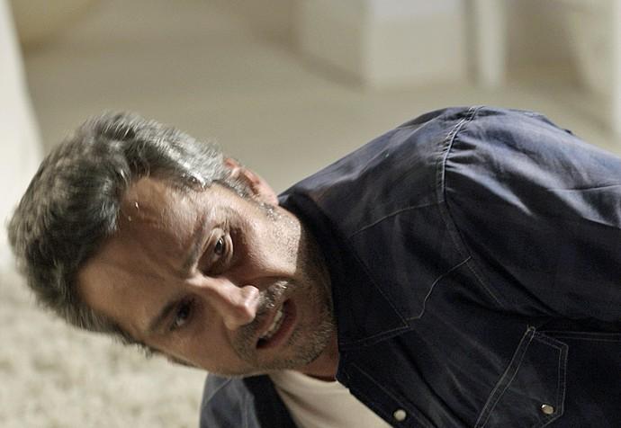 Antes de apagar, Romero tenta convencer Tóia a desistir do seu plano (Foto: TV Globo)
