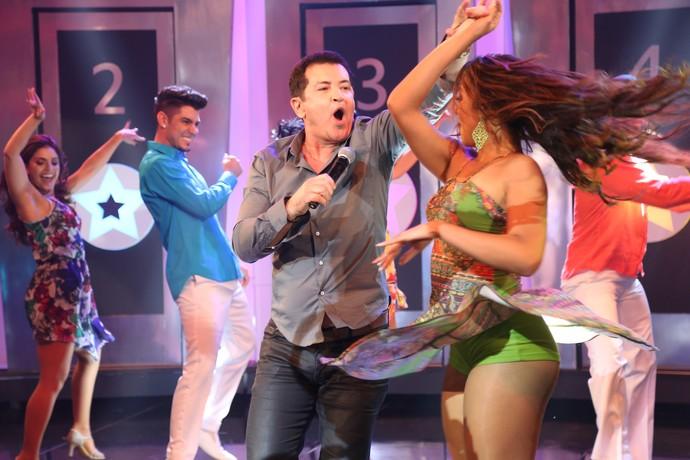 """O """"rei da lambada"""", Beto Barbosa, cantou """"Adocica"""", sucesso dos anos 1990 (Foto: Carol Caminha / Gshow)"""