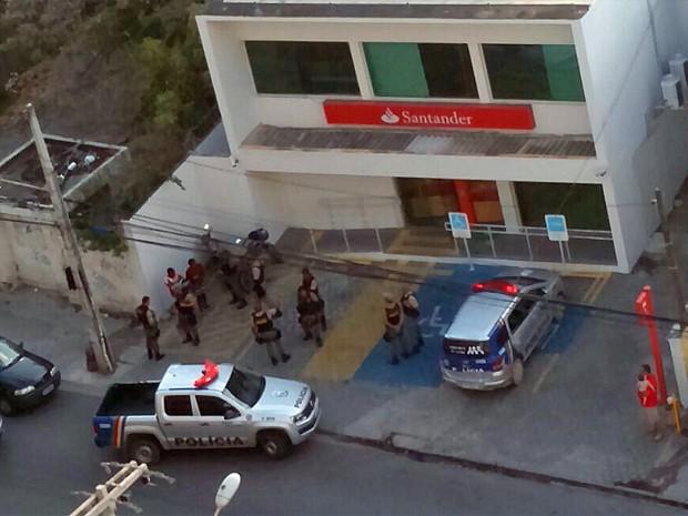 Troca de tiros em ação de bandidos deixou um vigilante ferido em Jaboatão (Foto: Reprodução / WhatsApp)