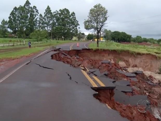Chuvas provocaram estrados em municípios do Sul de MS (Foto: Reprodução TV Morena)