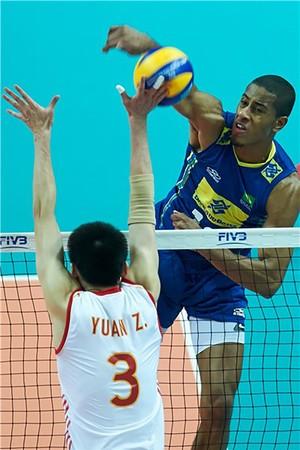 Lucarelli vôlei Brasil x China (Foto: FIVB)