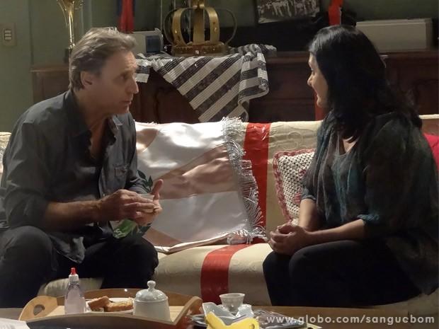 Plínio fica chocado ao saber como Irene chegou ao hospital para ter Fabinho (Foto: Sangue Bom/ TV Globo)