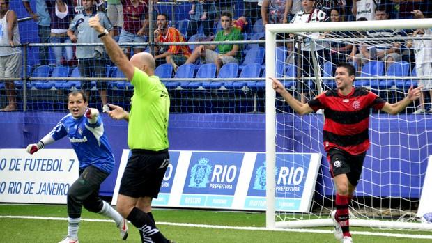 Flamengo vence o Fluminense na final do segundo turno do Brasileirão (Foto: Davi Pereira/Jornal F7)