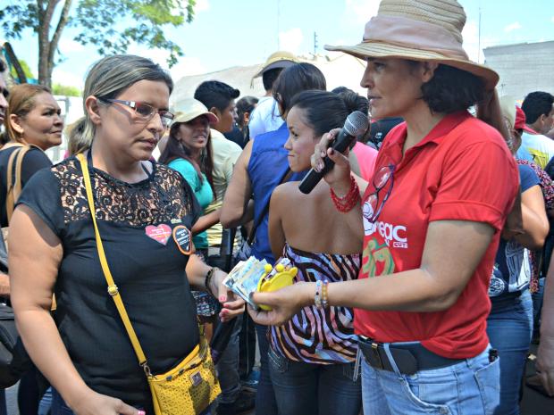 Servidores arrecadaram dinheiro para professora de Epitaciolândia (Foto: Aline Nascimento/G1)