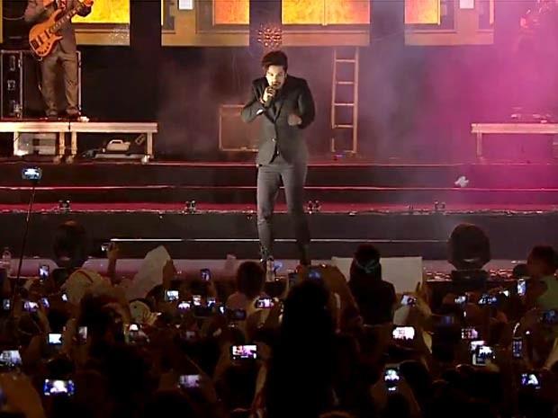 O cantor Luan Santana se apresenta no Maior São João do Cerrado, no DF (Foto: TV Globo/Reprodução)