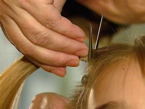 Confecção de perucas será realizada por ação voluntária em Votuporanga (Foto: Felipe Lazarotto/ EPTV)