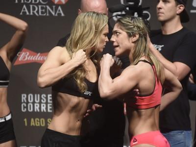 Ronda Rousey Bethe Correia UFC Rio MMA pesagem encarada (Foto: André Durão)