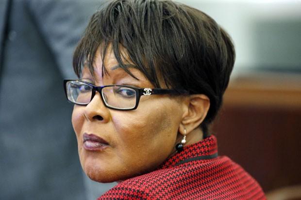 Tracey Lynn Garner é vista durante seu julgamento; ela foi condenada pela morte de uma mulher na qual aplicou injeções de silicone nas nádegas em 2012 (Foto: Rogelio V. Solis/AP)